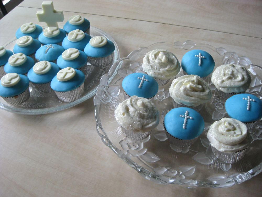 Cupcake Decorating Ideas For First Communion : First Communion Cakes, Communion Cupcakes, Cross Cakes