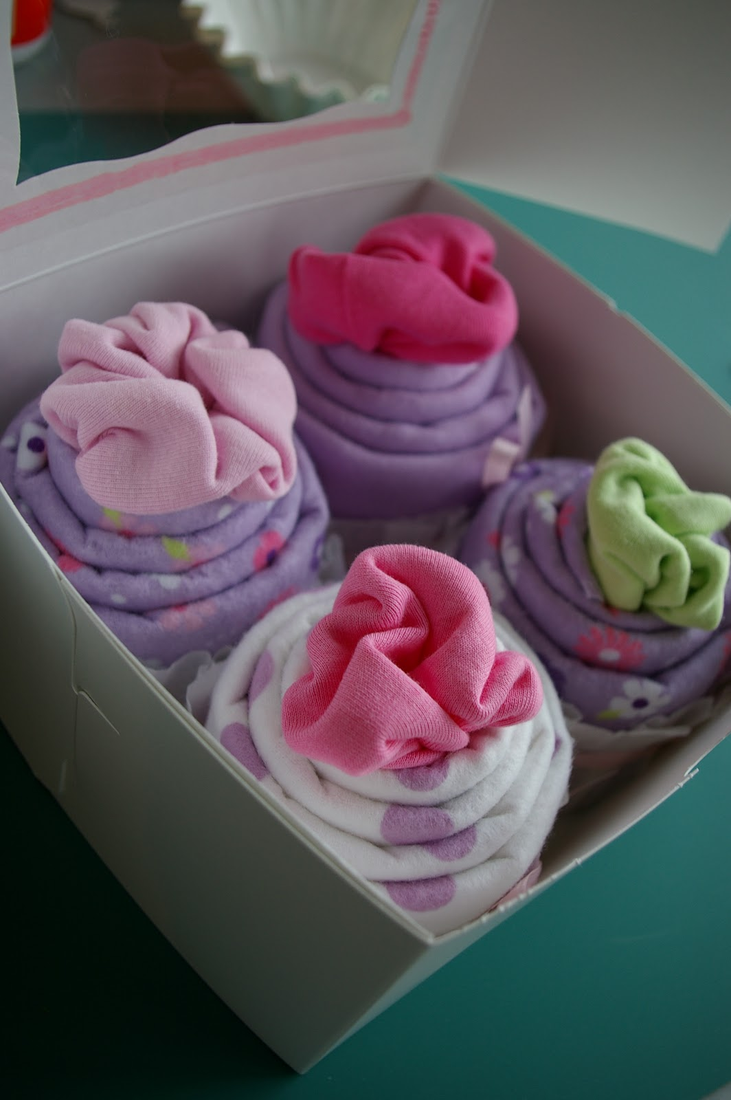 diy baby shower party favors baby shower onesie cupcakes
