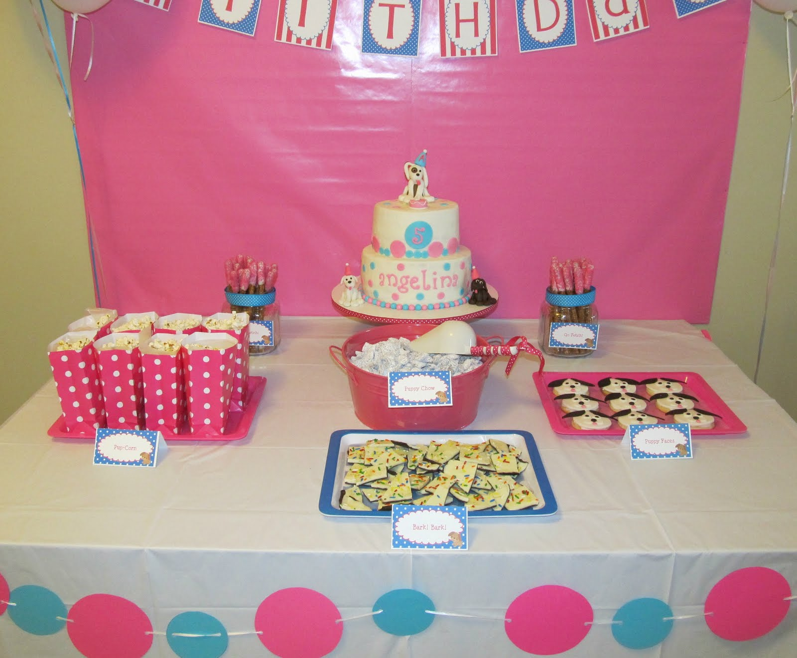 Birthday table decorations for girls - The Cake Itself Is A Gorgeous Decoration