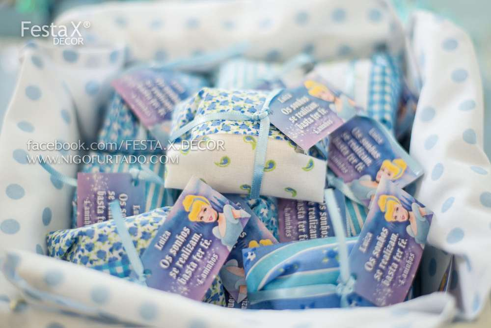 A polka dot basket that holds individually wrapped party favors ... f14259626a36