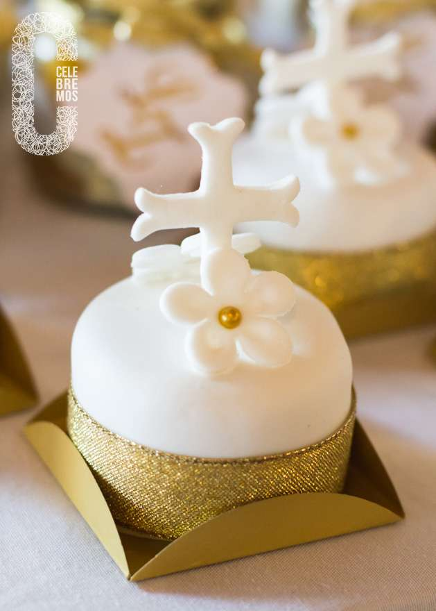 Cupcake Decorating Ideas For First Communion : First Communion Party Ideas, Holy Confirmation Cakes