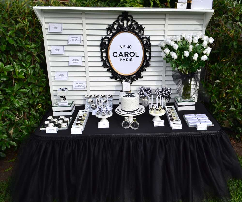 Take A Look At This Exquisite Black And White Buffet Spread I Think It Looks Stunning In The Green Outdoors Table Is Covered With Heavily Layered
